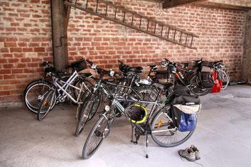 local vélo de La Parenthèse , maison d'hotes à La Réole sur la voie verte