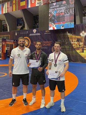Sportdirektor Ernst mit Al Obaidi und Burger