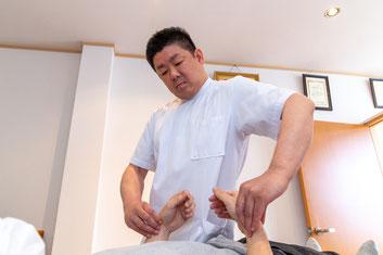 脈を診てから鍼を刺すのは鍼灸院全体の2%。鍼灸師、松尾祐介