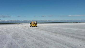 Auf der Nebenstrasse über den Salzsee Lago Pampa de las Salinas nach Chepes