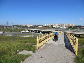 Endlich weg von der grossen Strasse acht Kilometer nach Krakau.