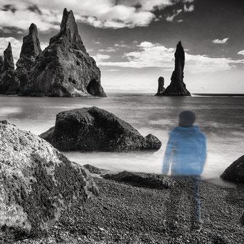 Der Fotograf am Strand in Island