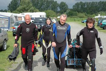 Peter Emmrich, Barbara Lauber, Andreas Kolk und Uli Lauber machen sich auf den Weg zum Einstieg.