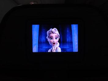 機内で、アナと雪の女王。