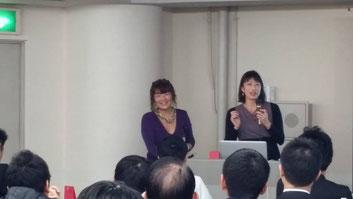 セミナーで話す高橋貴子先生とプリンシパル・小宮ベーカー純子