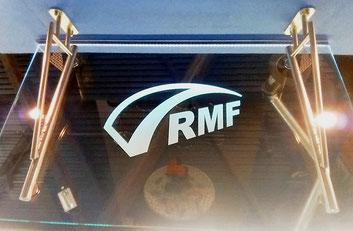RMF Logo auf Glas sandgestrahlt
