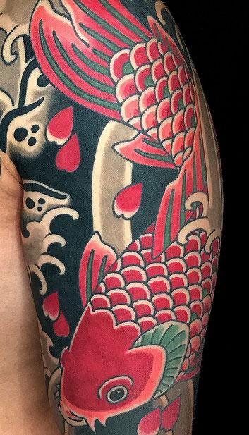 Lars Wilczinski, Tattookünstler, Tattoo-Atelier Berlin, Koi, Karpfen, Japanische Kois, Tattoomotiv, Japanische Tattoos und ihre Bedeutung, Japanese Tattoo, roter Koi