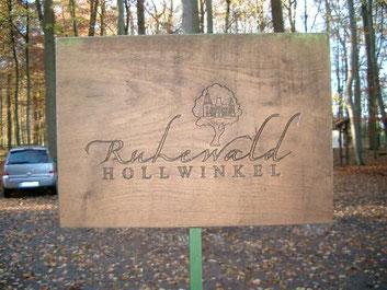 Eingangsschild des Ruhewaldes Hollwinkel