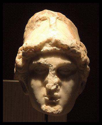 Escultura de Minerva. s.II DC. Museo de Málaga. Procede del Museo Loringiano, donde estuvo desde 1896
