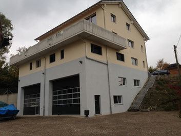 Unsere neu errichtete Werfthalle mit rund 230m2 Fläche bietet Platz für jegliche Arbeiten an Segel- und Motorbooten.