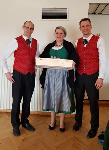 vl. Obmann Robert Hanfstingl, Kassier (ehm. Obfrau) Sabine Reisenhofer, Kapellmeister Markus Amian