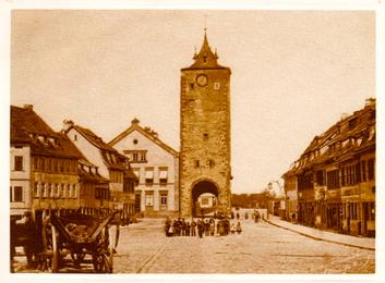Das Obertor mit dem Kornmarkt