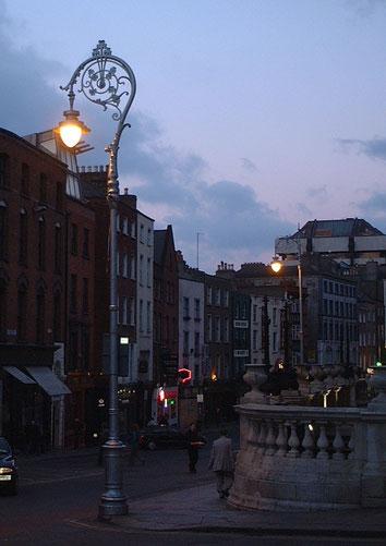 アイルランド・ダブリンの街中に設置されていた街路灯。めちゃくちゃオシャレだ。