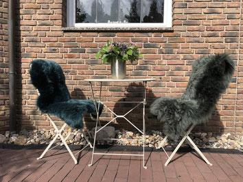 Farbige Lammfelle für Gartenstuhl