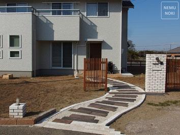 ウッドフェンス、照明、跳上げ門扉、電動、施工例