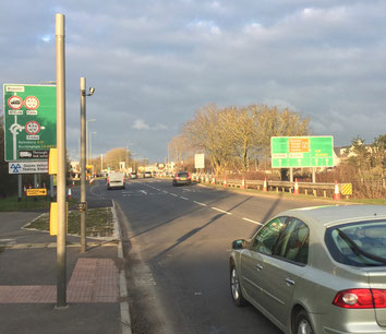 At around 300 yards, the first road sign appears but only on the right directing local traffic to the left and through traffic to the right.  BicesterTAG feels that there should be earlier signage to give drivers earlier notice.