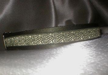 Martingale, Halsband, 2,5 cm, Gurtband olivgrün, Borte mit Herzen