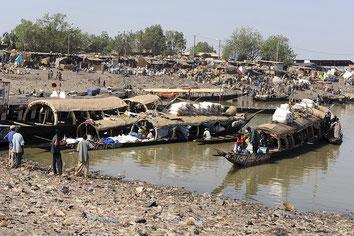 Mopti ; Niger  ; pinasse ; commerce ; port ;
