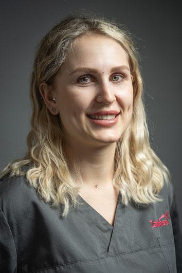 Dental assistant Fabienne Weidmann
