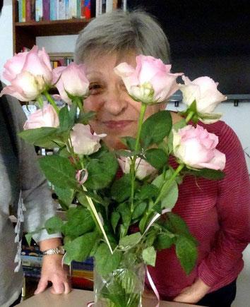 Rosi liebt die Rosen