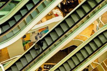 Treppen, trepenhaus, Kaufhaus, Einkuafszentrum, Shoppingcenter, Einzelhandel, Retail, Einzelhandelsimmobilie, Retail Real Estate