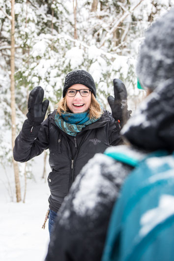 Portrait of Jessica Racine Lehoux snowshoe trekking guide in winter in the woods during a team-building in the Eastern Townships in Quebec for Évasions Canadiana by Marie Deschene photographer for Pakolla