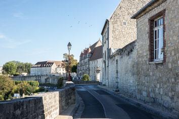 Remparts et fortifications de la ville médiévale de Laon dans l'Aisne Région des Hauts-de-France France Europe photo extérieure été par Marie Deschene photographe Pakolla