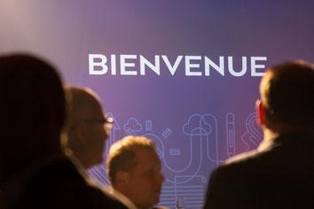 Projection sur écran pendant congrès ADGC Desjardins au Fairmont Mont-Tremblant Québec Canada par Marie Deschene photographe Pakolla