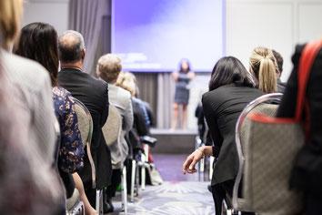 Photo d'une conférence durant le Congrès Quartier des Affaires du Québec CQAQ à Laval par Marie Deschene