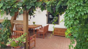 Ferienwohnung Schönthal Marita Zapf Apartment Zimmer Bad Staffelstein Obermain-Therme - Pergola Garten