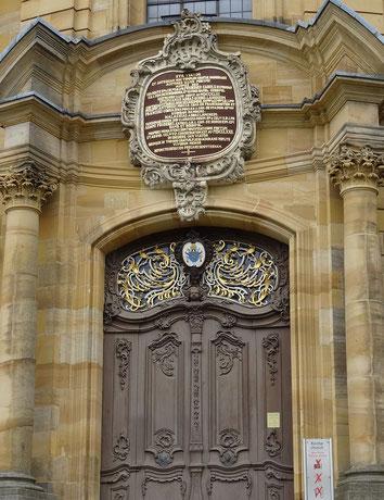 Das Tor auf der westlichen Seite der Basilika