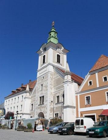 Am Marktplatz von Zwettl steht das Rathaus.