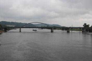 Blick auf die Autobahnbrücke der A 92