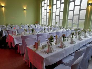 Kleine Halle für Hochzeitsfeier