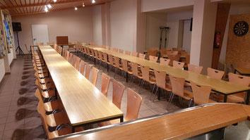 Hallenanbau für Versammlung bestuhlt