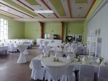 Kleine Halle für Hochzeitsfeier (rechts: Trennwand zur großen Halle)