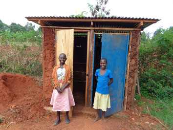Brenda und Daisy glücklich über ihre neue Toilette von Hftc