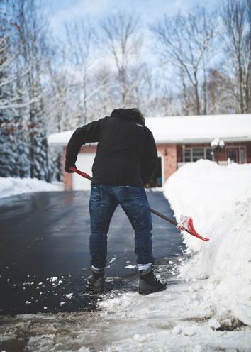 Winterdienst, Schnee schieben