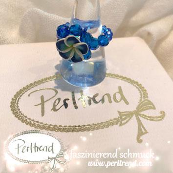 www.perltrend.com Fingerschmuck Frangipani Plumeria Tempelbaum Blüte zauberhaft sommer tropical Perltrend Luzern Schweiz Schmuck Onlineshop blau blue