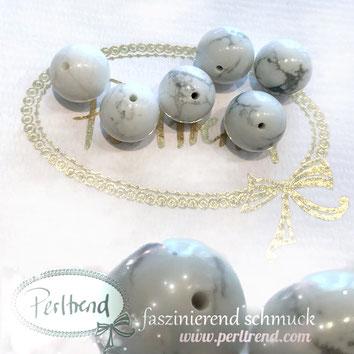 www.perltrend.com Edelsteine Gemstones Steine Perlen Heilsteine Schmuck Schmuckdesign Perltrend Luzern Schweiz Onlineshop Perle Schmuckstein  Howlith weiss grau beige rund 12 mm