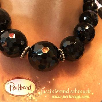 www.perltrend.com Halsschmuck Black Onyx Highlight Edelsteine Gemstones facettiert Silber schwarz Kette Necklace Perltrend Luzern Schweiz Onlineshop black beauty Hingucker Halsschmuck