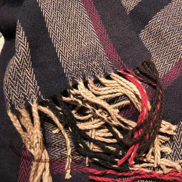 Perltrend Luzern Schweiz Onlineshop www.perltrend.com Schmuck Accessoires Mode Schal Schals Foulard Halstuch Karomuster kariert gemustert Karo Streifen ZickZack dunkelblau-schwarz beige rot