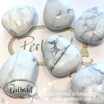 www.perltrend.com Edelsteine Gemstones Steine Perlen Heilsteine Schmuck Schmuckdesign Perltrend Luzern Schweiz Onlineshop Perle Schmuckstein  Howlith weiss grau beige Tropfen  Anhänger