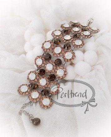 www.perltrend.com Armschmuck Bracelet Armkette Armband Snowwhite snow white Crystals weiss beige braun opal Schmuck Jewellery Jewelry Onlineshop Luzern Schweiz Perltrend