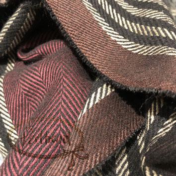 Perltrend Luzern Schweiz Onlineshop www.perltrend.com Schmuck Accessoires Mode Schal Schals Foulard Halstuch Karomuster kariert gemustert Karo Streifen ZickZack schwarz beige braun dunkelrot