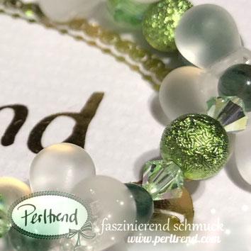 www.perltrend.com Perltrend Luzern Schweiz Onlineshop Schmuck Jewellery Jewelry Perlen Pearls Accessoires Schmuckdesign  Design by Perltrend Armschmuck Blossom  Bracelet Armband  Grün Weiss Blowball Fields