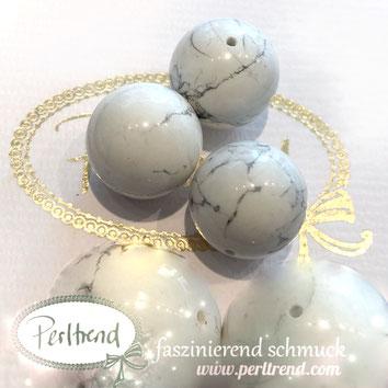 www.perltrend.com Edelsteine Gemstones Steine Perlen Heilsteine Schmuck Schmuckdesign Perltrend Luzern Schweiz Onlineshop Perle Schmuckstein  Howlith weiss grau beige 20 mm
