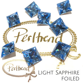 www.perltrend.com Swarovski Crystal Elements original Crystals Perltrend Luzern Schweiz Onlineshop Schmuck Jewellery Schmuckverarbeitung facettet facettierte Cabochons Crystal facettiert Fancy Stones Princess Square 4447 12 mm Light Sapphire