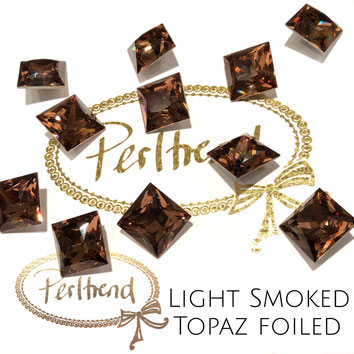 www.perltrend.com Swarovski Crystal Elements original Crystals Perltrend Luzern Schweiz Onlineshop Schmuck Jewellery Schmuckverarbeitung facettet facettierte Cabochons Crystal facettiert Fancy Stones Princess Square 4447 12 mm Crystal Light Smoked Topaz