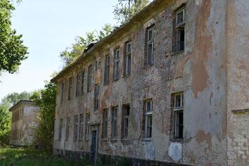 Verlassene Unterkunftsgebäude der Flak-Schule